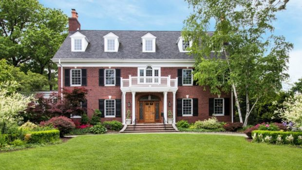 FEATURED PROPERTY: 376 Ridgewood Ave, Glen Ridge, NJ — Stunning 6BR/4.5BA Colonial | $1,999,999