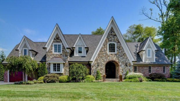 FEATURED PROPERTY: 264 Appletree Lane, Mountainside, NJ; Custom-Built Home; 6BR/6BA — $1,199,900