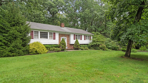 FEATURED PROPERTY: 4 Sleepy Hollow Lane, Warren Twp. | 4BR/2.5BA | $499,000